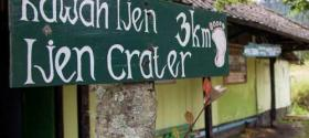 Three kilometers on foot to Ijen crater lake