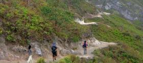 Tourists walking to Ijen crater lake